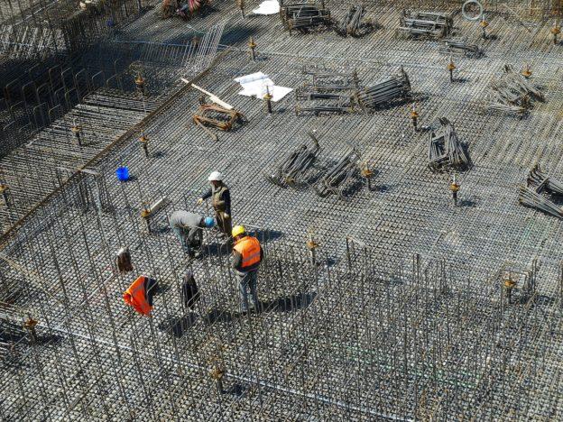 Despre salarizarea muncitorilor care lucrează în construcții