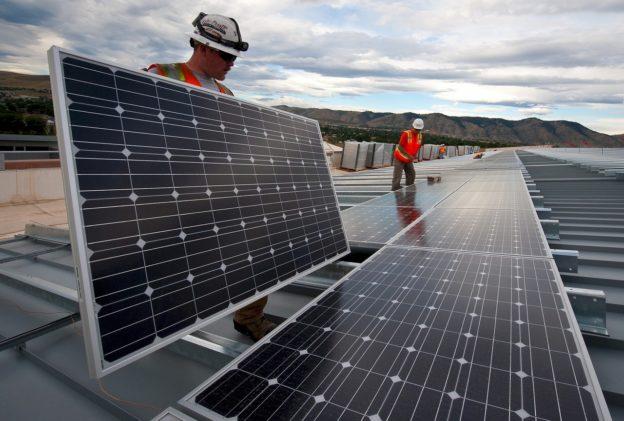 POR: peste 93 de milioane de euro pentru instalarea sistemelor de panouri fotovoltaice pentru producerea de energie electrică