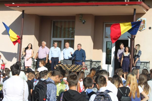 Prima zi de școală pentru copiii din comuna Vadu Săpat