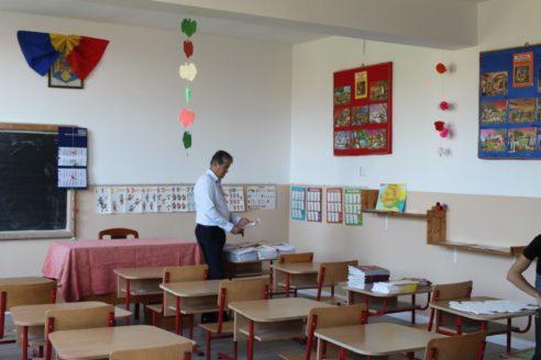 Școala din Vadu Săpat începe noul an în haine noi